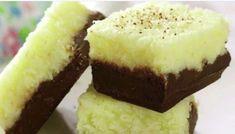 Bine ati venit in Bucataria Romaneasca Ingrediente: 200 g ciocolată neagră 60 g zahăr 2-3 linguri lapte integral 120 ml lapte condensat dulce 140 g fulgi de nucă de cocos
