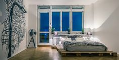 Palety jsou levné a funkční. Postel v ložnici je například z palet z IKEA.