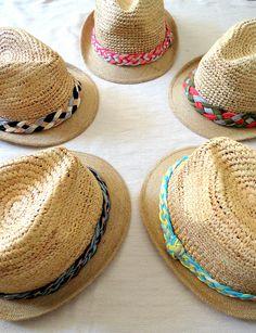 Pas Si Sages bijoux lance sa 1ère gamme de chapeaux !! Des chapeaux de paille colorés pour l'été ! Vite, il faut craquer !! ;)  First collection to Pas Si Sages bijoux ! Straw hat ! ;)  chapeaux de paille /colorés / tresse / headband / straw hat / hat / colors / summer / beach / playa / plage / hollidays / black and white / pink / orange / blue / yellow