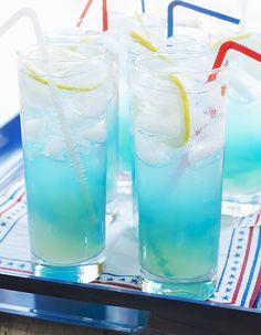 Recette Cocktail blue point vodka curaçao : Versez la vodka, l'anisette, le curaçao et le jus de citron dans un shaker rempli de glace. Secouez énergiqueme...