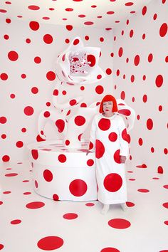 Artist Yayoi Kusama will present two new infinity rooms, 66 paintings, and new flower sculptures, in an exhibition at David Zwirner. Yayoi Kusama, Polka Dot Art, Polka Dots, Pop Art, Mirror Room, New York Art, Exhibition, Arte Pop, Japanese Artists