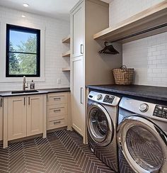A fabulous laundry room with a fabulous floor. Design by the talented @verandainterior.