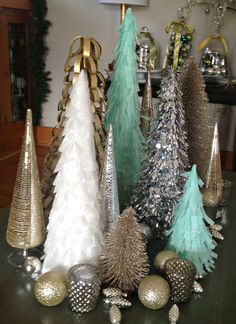 DIY: Love these cute trees to decorate for Christmas time! Helps to make a winter wonderland! Merry Little Christmas, Blue Christmas, Winter Christmas, Christmas Stuff, Holiday Crafts, Holiday Fun, Love Vintage, Christmas Tree Decorations, Christmas Trees