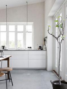IKEA Voxtorp kitchen, Silestone worktop. Scandinavian style kitchen: