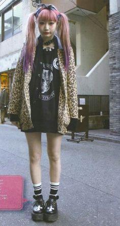 Japanese street fashion in FRUiTS magazine 70s Outfits, Punk Rock Outfits, Cool Outfits, Fashion Outfits, Fashion Trends, Fashion Styles, Japanese Street Fashion, Tokyo Fashion, Harajuku Fashion