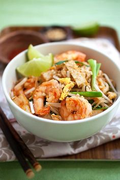 Pad Thai - homemade Pad Thai noodles with shrimp, tofu, peanuts in savory sweet sauce. The best and easiest Pad Thai recipe ever Easy Asian Recipes, Thai Recipes, Seafood Recipes, Dinner Recipes, Cooking Recipes, Healthy Recipes, Delicious Recipes, Drink Recipes, Breakfast Recipes
