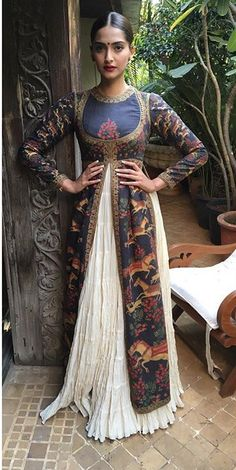 sonam kapoor in rohit bal off white and printed anarkali lengha set casual India Fashion, Ethnic Fashion, Asian Fashion, Indian Attire, Indian Wear, Indian Dresses, Indian Outfits, Look Short, Desi Clothes
