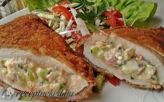 Rántott csirkemell csípős, krémsajtos, baconos töltelékkel recept fotóval