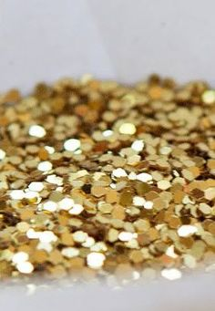 Or, Goud, Ouro, Oro. And all is not golden that glitters, and not all that glitters is gold.