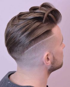 20+ Textured Haircut Ideas for Men - Men's Hairstyle Tips #quiffhaircut #menshairstyles #menshaircut #menshaircuts #texturedhaircut Undercut Combover, Quiff Haircut, Crop Haircut, Short Textured Hair, Textured Haircut, Bleach Blonde, Comb Over, Modern Hairstyles, Haircuts For Men
