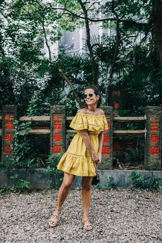 tokyo_travel_guide-outfit-collage_vintage-street_style-off_the_shoulders_dress-mustard_dress-soludos_sandals-chanel_vintage-bag-vintage_stores-25