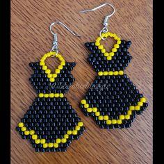 Daisy Dress Earrings in black & yellow. Purchase on my etsy store BEEStyleJewelry Beaded Earrings Patterns, Seed Bead Earrings, Diy Earrings, Jewelry Patterns, Tassel Earrings, Beading Patterns, Hoop Earrings, Bead Jewellery, Bead Jewelry