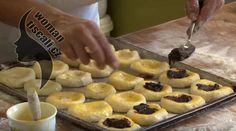 Nejlepší moravské koláče pod sluncem ! Jako od babičky.Vydrží krásně měkkoučké celé dny – magnilo Ham, Muffin, Pudding, Dishes, Breakfast, Food, Basket, Bakken, Morning Coffee