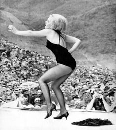 Joey Heatherton -  hotter than hell ♥ ♥ ♥ USO - Vietnam