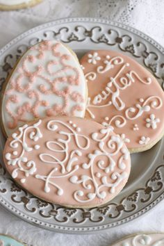 Easter Cookies - the writing on these are beautiful!