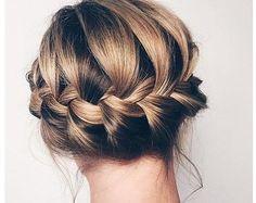 Doce peinados de media melena para ir de boda Bohemian Hairstyles, Vintage Hairstyles, Bun Hairstyles, Pretty Hairstyles, Half Bun, Pastel Hair, Silver Hair, Top Knot, Hair Designs
