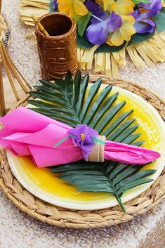 Throw your own tropical luau party this summer! Palm leaves, leis, tiki tumblers, and bright pops of color complete this party styled by Luau Theme Party, Hawaiian Luau Party, Hawaiian Birthday, Hawaiian Theme, Moana Birthday, Luau Birthday, Tiki Party, Flamingo Party, Lula Party
