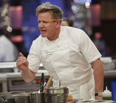 If there's anyone we want cooking advice from, it's Gordon Ramsay. The chef and television host never fails to entertain us or impress us with his recipes and antics in the kitchen. It's no surprise that the chef has an ingenious methods and many more sim Fun Cooking, Cooking Classes, Healthy Cooking, Cooking Hacks, Food Hacks, Cooking Pasta, Cooking Steak, Cooking Gadgets, Cooking Light