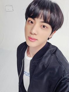 Seokjin, Bts Group Photos, Worldwide Handsome, Bts Jin, K Idols, Taehyung, Kpop, Celebrities, Beautiful