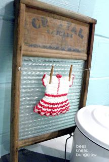 Vintage old washboard as laundry room decor, add clothesline and clothespins with mini doll dress for decoration; Red Laundry Rooms, Country Laundry Rooms, Laundry Decor, Farmhouse Laundry Room, Laundry Nook, Laundry Closet, Primitive Laundry Rooms, Basement Laundry, Mud Rooms