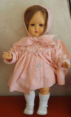 Superbe ancienne poupée GEGE / Rhodoïd / tenue Lundi de Pâques / Années 50 French Fashion, Fashion Dolls, Buffet, Harajuku, Vintage, Style, Porcelain Doll, Baby Dolls, Vintage Dolls