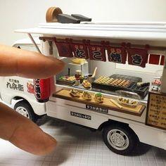 でででーーー できたぁーーーー たこ焼き移動販売! 1/24size たこ焼きのおまけの車(笑) 約1カ月もかかってしまいました 夕飯作ってからヤフオクへ出品予定です。 #移動販売  #たこ焼き #24分の1  #食品サンプル #プラモデル  #改造 #楽しかった #完成  #手作り #人差し指 #なかゆび  #ヤフオク #出品  #miniature  #fakefood  #fooddisplay  #clay  #claywork  #miniaturefood  #like4like  #l4l  #粘土  #ドールハウス  #handmade #takoyaki #malohaparadiseminiature