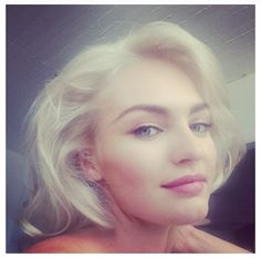 #candiceswanepoel #victoriassecret #platinumhair #platinum #hair #blondehair #shorthair