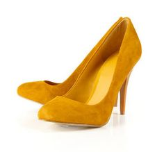 Mustard shoes. Holy crap I want these!!!!!