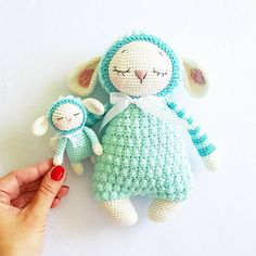 "882 Me gusta, 21 comentarios - AMALOU.Designs  (@amalou.designs) en Instagram: """"Sheep Mara and her Baby""  Pattern/Anleitung (German) in my etsy shop  Yarn @schachenmayr…"""