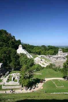 Photos and a brief history of the Mayan ruins of Palenque in Chiapas Mexico