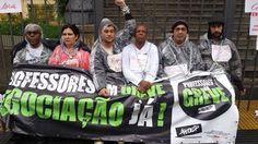 osCurve Brasil : Professores em greve se acorrentam à secretaria es...