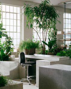 Mug Design, Steel Columns, Office Floor, Inspiration Design, Study Inspiration, Interior Inspiration, Exposed Brick Walls, Dramatic Lighting, Inviting Home