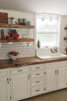 Best Farmhouse Kitchen Decor Ideas to Fuel Your Remodel One of our most favourite kitchen designs is rustic. And since we simply love farmhouses in this article we will discuss why rustic farmhouse kitchen is so great. Farmhouse Sink Kitchen, New Kitchen Cabinets, Farmhouse Kitchen Decor, Kitchen Redo, Home Decor Kitchen, Kitchen Styling, Rustic Farmhouse, Kitchen Decorations, Kitchen Ideas
