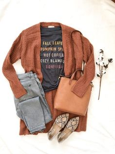 OOTD OCT 18 2019 Today's OOTD is this darling Fall 🍁 graphic tee, long rust cardigan, gray jeans, snake pattern flats and cognac crossbo. Classy Outfits, Casual Outfits, Cute Outfits, Fashion Outfits, Womens Fashion, Outfits With Gray Jeans, Casual Dressy, Unique Fashion, Fashion Ideas