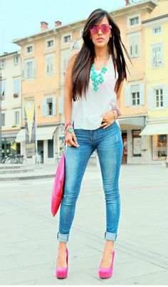 substitute skinny jeans with boot-cut, converse instead of heels, and tinted blue shades Heels Outfits, Casual Outfits, Fashion Outfits, Summer Outfits, Pink Heels Outfit, Skinny Jeans Kombinieren, Street Style Outfits, Bleu Turquoise, Turquoise Jewelry