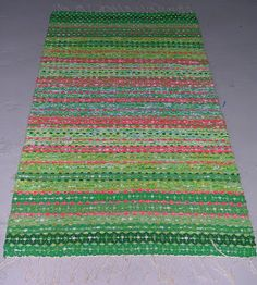 Minnas Rosengång: Mattor Recycled Fabric, Woven Rug, Handicraft, Bohemian Rug, Recycling, Weaving, Rag Rugs, Home Decor, Rug Weaves