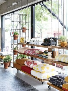 Showroom display, retail display ideas and inspiration, retail merchandising, window display, creative product displays. Home Design, Bar Design, Design Shop, Display Design, Display Ideas, Commercial Design, Commercial Interiors, Retail Interior, Interior And Exterior