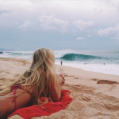 Pose para fotos sozinha praia