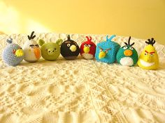 Angry Birds crosetate, din bumbac, umplute cu puf siliconat, inaltime 50 mm. (19 LEI la Zebru.breslo.ro)