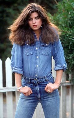 """tenuedenimes: """"Sunday Denim Inspiration: A beautiful young Kirstie Alley in Double Denim. This is the perfect look if it's up to us Olivia De Havilland, Dark Autumn, Kirstie Alley, Celebrity Stars, Celebrity Women, Kim Basinger, Actrices Hollywood, Double Denim, John Travolta"""