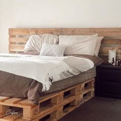 50+ Adorable Pallet Bed Ideas You Will Love - Crafome Pallet Bed Frames, Diy Pallet Bed, Wooden Pallet Furniture, Diy Bed Frame, Pallet Ideas, Diy Furniture, Pallet Bed With Lights, Palette Bed, Cheap Diy Headboard