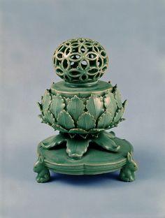 Celadon Incense Burner with Openwork Auspicious-Character Design Lid Korean Traditional, National Treasure, Incense Burner, Sculpture Art, Art Decor, Character Design, Carving, Pottery, Ceramics