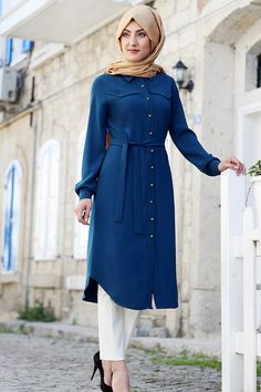 Stunning Button Front Tunic Outfit Ideas for Hijabies – Girls Hijab Style & Hijab Fashion Ideas Hijab Fashion Summer, Modest Fashion Hijab, Hijab Chic, Abaya Fashion, Fashion Outfits, Fashion Muslimah, Islamic Fashion, Muslim Fashion, New Abaya Style