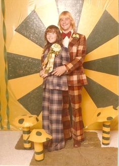funny prom pictures - Dump A Day Awkward Prom Photos, Awkward Family Photos, Prom Pictures, Prom Pics, Funny Pictures, Vintage Prom, Mode Vintage, Vintage Green, Vintage Style