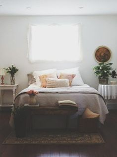 This is really sweet. It's simple, but decorated just enough with comfort in mind. I like the touch of romance, but also that it's grounded with some wood, plants and earth tones. Not too foo foo, but pretty.