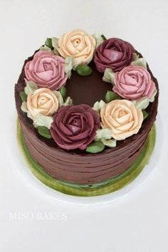 Many individuals don't think about going into company when they begin cake decorating. Many folks begin a house cake decorating com Buttercream Decorating, Cake Decorating Designs, Creative Cake Decorating, Cake Decorating Techniques, Creative Cakes, Cookie Decorating, Buttercream Roses, Cookie Cake Designs, Buttercream Cake Designs