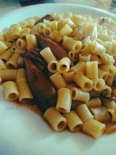 Γιουβέτσι κατσαρόλας με καλαμάρι κονσέρβα και κοφτό μακαρονάκι Macaroni And Cheese, Ethnic Recipes, Food, Mac And Cheese, Meals