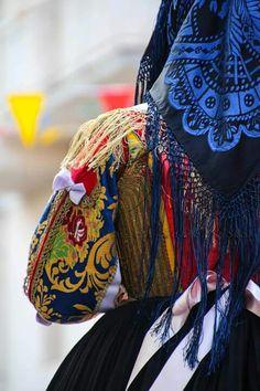 "Costume di Pattada "" su corittu"" particolare"