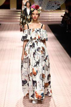 Dolce & Gabbana Spring 2019 Ready-to-Wear Fashion Show Collection: See the complete Dolce & Gabbana Spring 2019 Ready-to-Wear collection. Look 73 Fashion Now, Fashion Brands, High Fashion, Fashion Outfits, Dolce & Gabbana, Moda Polyvore, Couture Wedding Gowns, Vogue, Milan Fashion Weeks