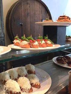 10 leuke restaurants in Valencia - Easy Ethnic Recipes Prado, Paella, Valencia Restaurant, Barcelona, Valence, Tapas Recipes, Spain Holidays, Spain And Portugal, Spanish Food